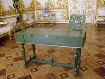 古色古香的书桌偏僻寺院圣徒Peterburg 免版税库存图片