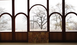 古色古香的五颜六色的视窗 免版税库存照片