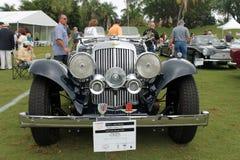 古色古香的亚斯顿马丁跑车 免版税库存图片
