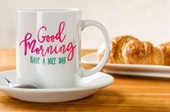 古色古香的企业咖啡合同杯子塑造了新鲜的早晨好老笔场面打字机 免版税图库摄影