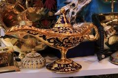 古色古香的传统手工的阿拉丁阿拉伯之夜灵魔样式油灯 库存图片