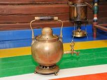 古色古香的俄国水壶àla俄国式茶炊 图库摄影
