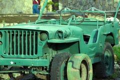 古色古香的军车,路类型 免版税库存照片