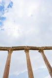 古色古香的列corinthium jerash城镇 库存照片
