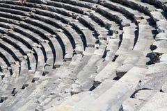 古色古香的剧院废墟边的,土耳其 库存图片