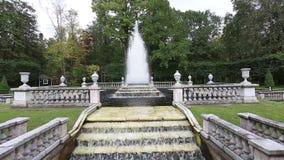 古色古香的喷泉在Peterhof 股票录像