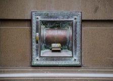 古色古香的在墙壁银行的夜安全存放处 免版税库存照片
