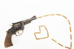 古色古香的在白色背景隔绝的枪和子弹 库存图片