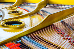 古色古香的大平台钢琴共鸣板 免版税库存图片
