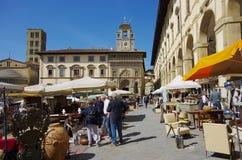 古色古香的对象市场在Arezo每个月举行 免版税库存照片