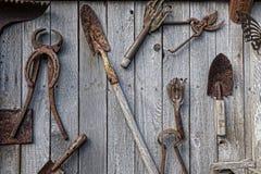 古色古香的工具墙壁 免版税库存照片