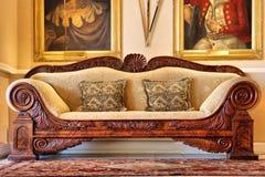 古色古香的庄园历史沙发酒 免版税库存图片