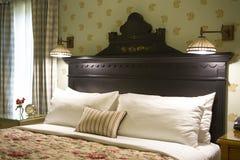古色古香的床头板 图库摄影