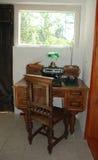 古色古香的打字机和书桌 图库摄影