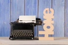 古色古香的打字机在家 库存照片