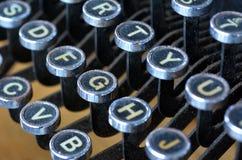 古色古香的打字机英语在键盘上写字 免版税库存图片