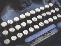 古色古香的打字机葡萄酒对象按钮关闭  库存图片