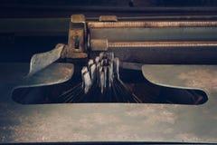 古色古香的打字机,葡萄酒有葡萄酒retr的打字机机器 免版税库存图片