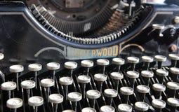 古色古香的打字机从在产业展览的起点20世纪在美术画廊 免版税库存照片