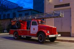 古色古香的救火车在圣彼德堡 免版税库存照片