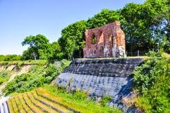 古色古香的教会废墟trzesacz的,波兰 免版税库存图片