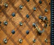 古色古香的教会门木头 免版税图库摄影