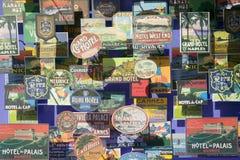 古色古香的旅行明信片在窗口里尺寸被看见三在巴塞罗那,西班牙 免版税库存照片