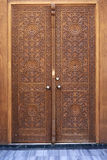 古色古香的无背长椅样式木门 免版税库存图片