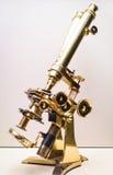 古色古香的显微镜 库存图片