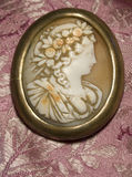 古色古香的有浮雕的贝壳 免版税库存照片