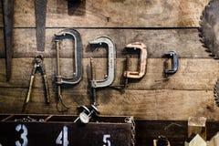 古色古香的木匠和杂物工工具 免版税库存照片