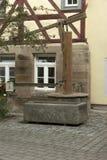 古色古香的木喷泉 免版税库存图片