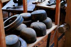 古色古香的木长圆形铸造帽子 免版税库存照片