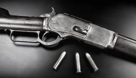 古色古香的杠杆行动步枪 免版税库存图片