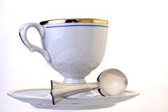 古色古香的杯子茶碟匙子 库存照片
