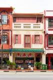 古色古香的样式shophouse大厦在唐人街在新加坡 库存照片