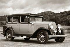 古色古香的汽车土路旅行的葡萄酒 免版税库存图片