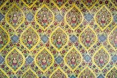古色古香的泰国陶瓷盖瓦墙壁 免版税库存照片