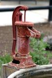 古色古香的泵水 库存照片