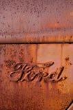 古色古香的浅滩徽标生锈的卡车 免版税库存照片
