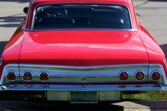 古色古香的清新的环境红色汽车 免版税库存图片
