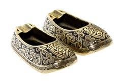 古色古香的烟灰缸黄铜中国鞋子 库存照片