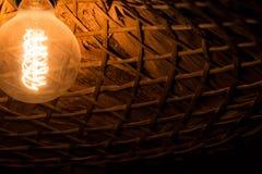 古色古香的爱迪生样式电灯泡 免版税库存照片