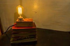 古色古香的爱迪生电灯泡 免版税库存照片