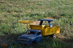 古色古香的玩具卡车 图库摄影