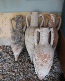 古色古香的瓶子和amphorae从爱琴海的底部 库存图片
