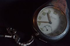 古色古香的生锈的怀表 免版税图库摄影