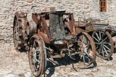 古色古香的生锈的拖拉机 免版税库存图片