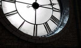 古色古香的由后照的时钟 库存图片