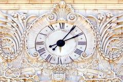 古色古香的石时钟 免版税库存照片